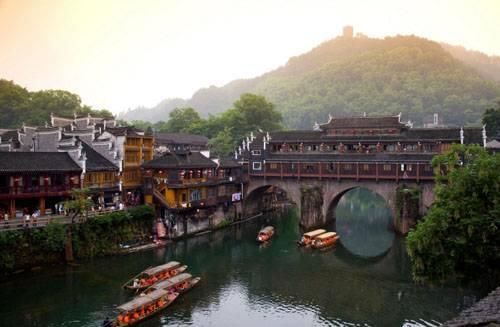 品质五日游森林公园+玻璃桥+大峡谷+猛洞河漂流+凤凰古城游