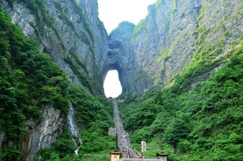张家界纯玩体验4日游森林公园+天门山+玻璃栈道+凤凰古城